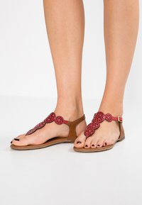 s.Oliver - T-bar sandals - bright red - 0