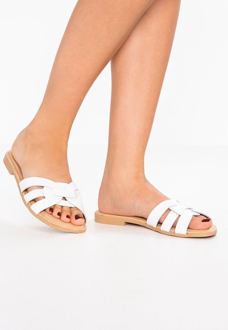 s.Oliver - Pantolette flach - white