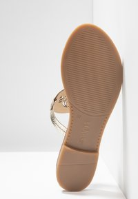 s.Oliver - T-bar sandals - champagne - 6