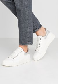 s.Oliver - Sneaker low - white - 0
