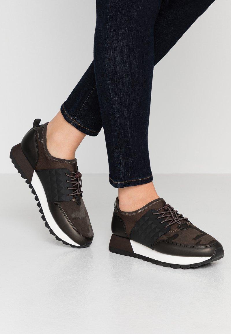 s.Oliver - Sneakers laag - mud