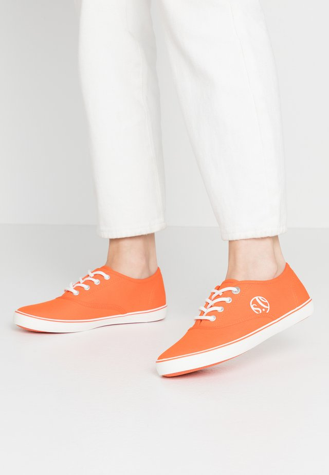 LACE-UP - Sneakers laag - orange