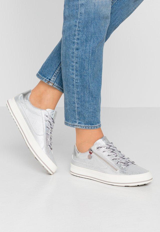 Sneakers basse - silver