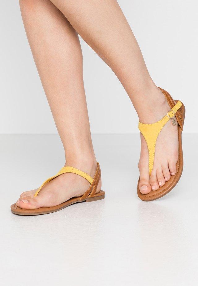 Sandalias de dedo - yellow/cognac