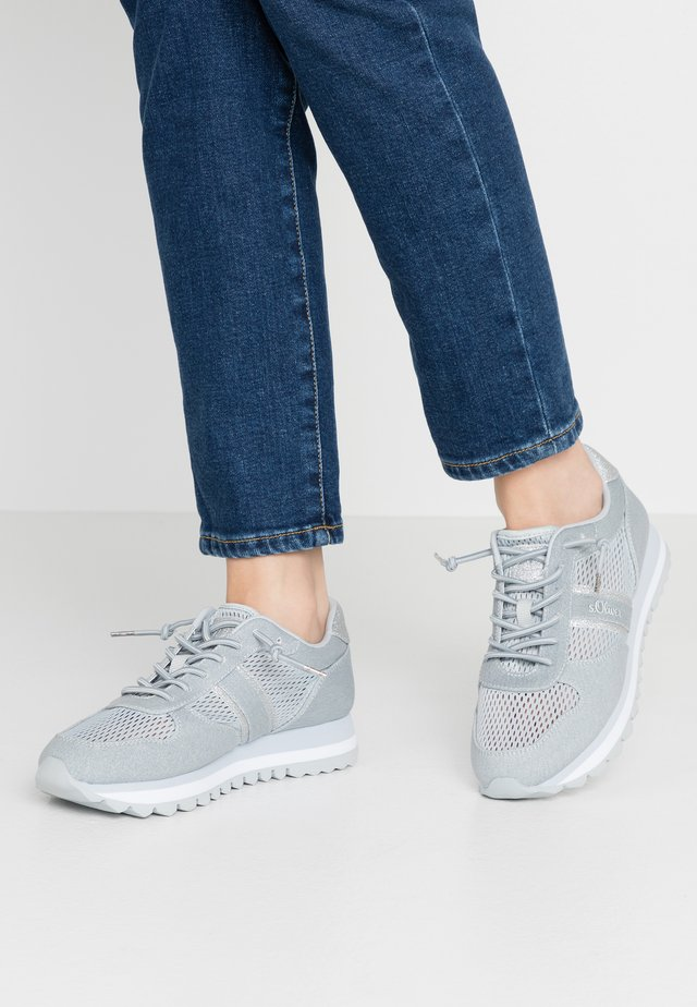 Sneakers laag - light blue