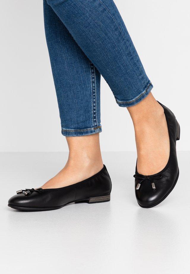 5-5-22112-24 - Ballerinasko - black
