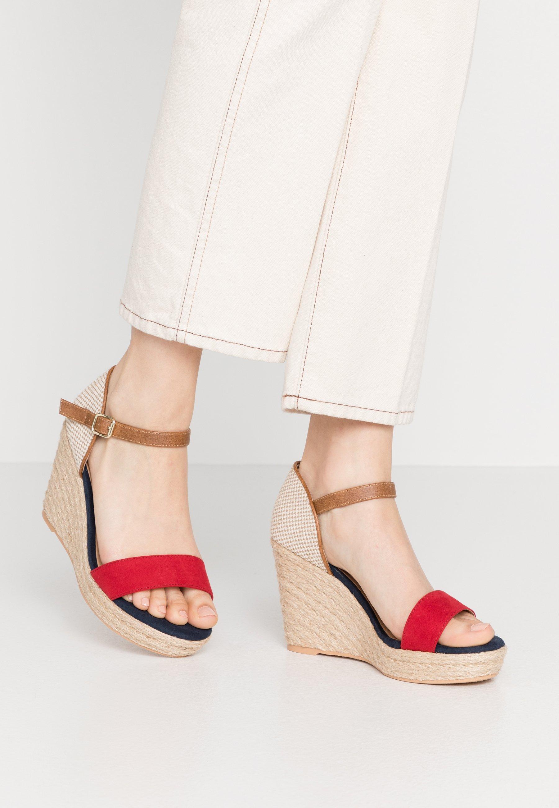 Sandali con plateau rosso | La nuova collezione su Zalando