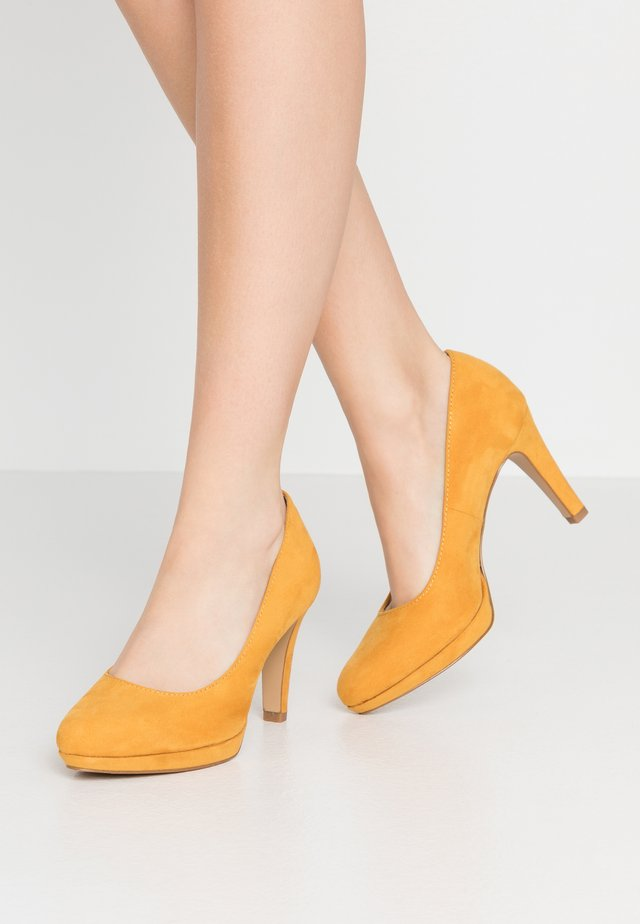 High Heel Pumps - saffron