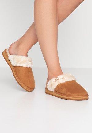 Domácí obuv - nut
