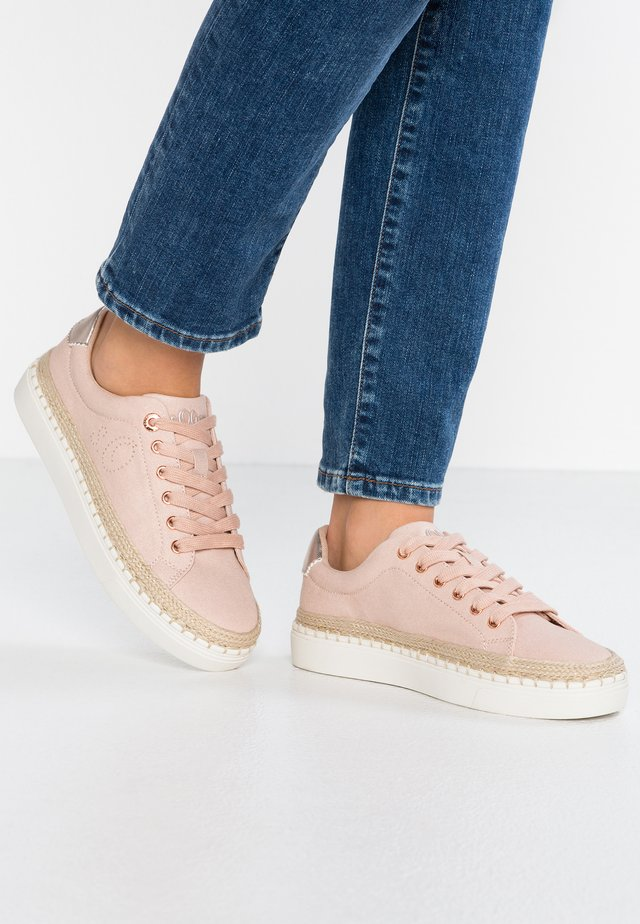 Sneakers laag - rose gold