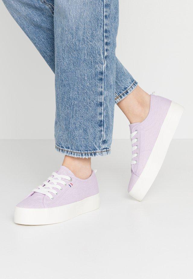 Sneakers laag - lavender