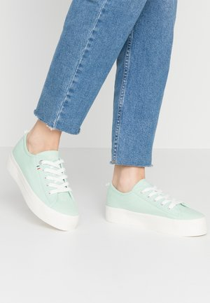 Trainers - pale green