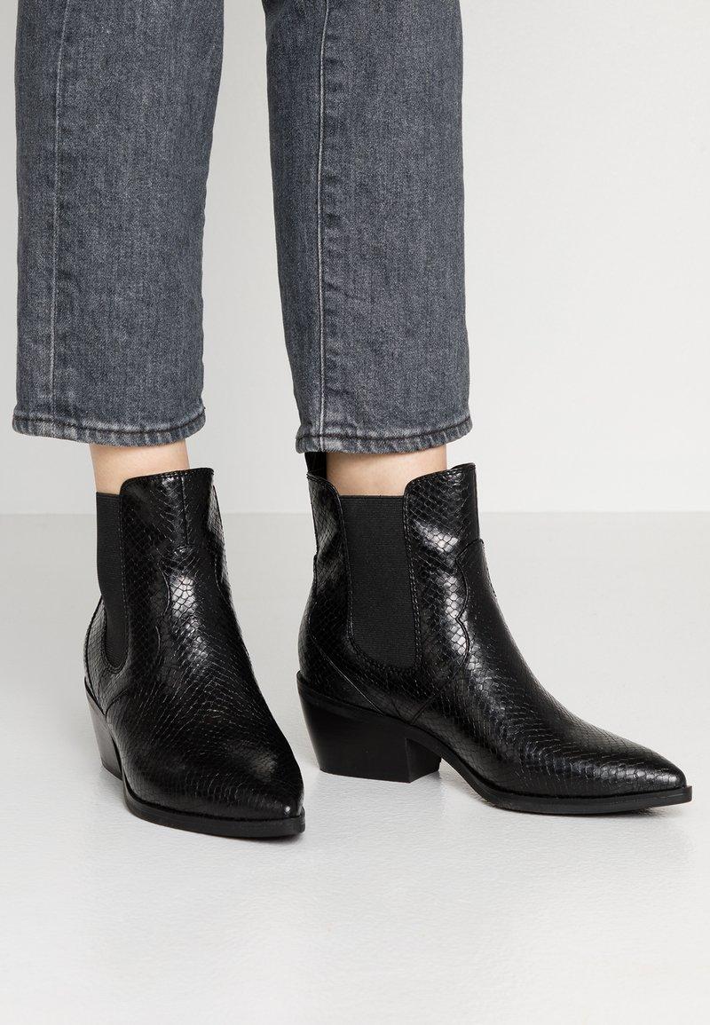 s.Oliver - Kovbojské/motorkářské boty - black