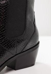 s.Oliver - Botki kowbojki i motocyklowe - black - 2