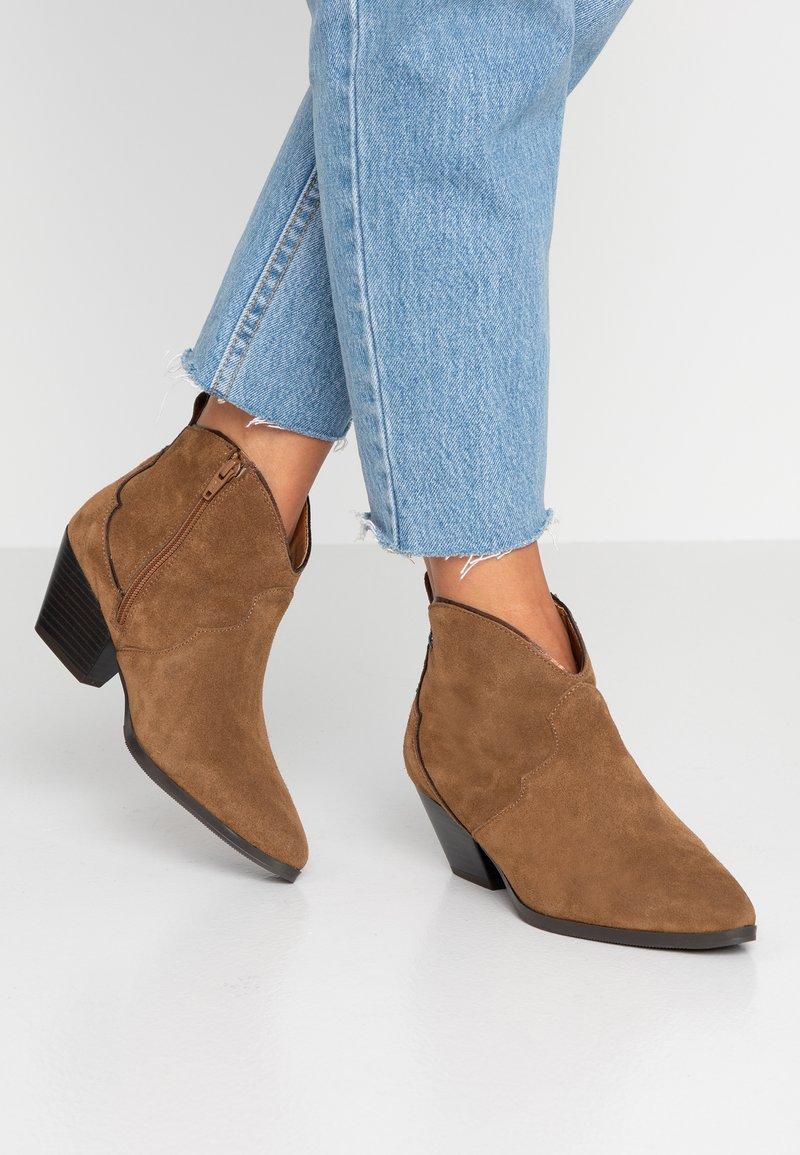 s.Oliver - Ankle boots - cognac/bronce
