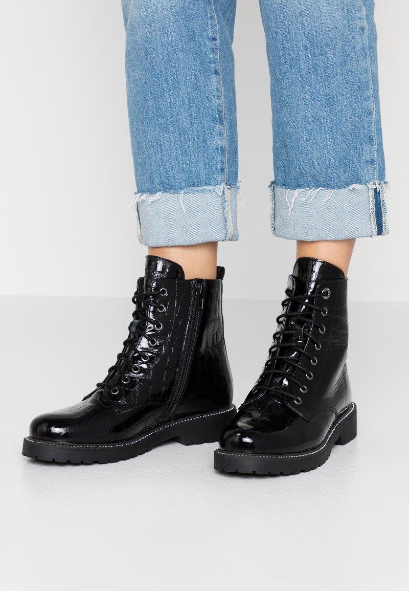 s.Oliver - Veterboots - black