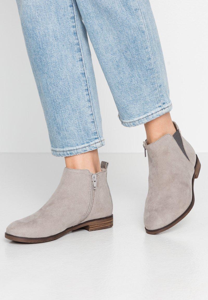 s.Oliver - Kotníková obuv - grey