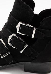 s.Oliver - Boots à talons - black - 2