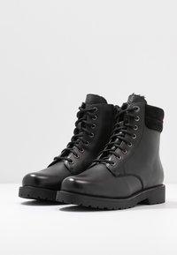 s.Oliver - Kotníkové boty na platformě - black - 4