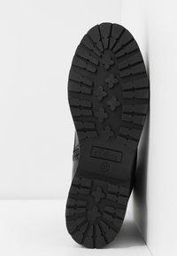 s.Oliver - Kotníkové boty na platformě - black - 6