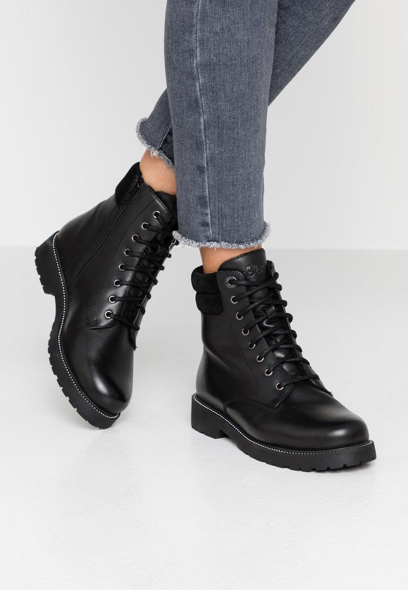 s.Oliver - Kotníkové boty na platformě - black
