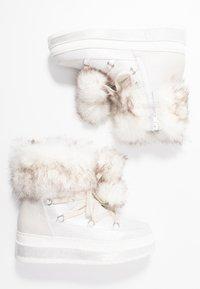 s.Oliver - Kotníkové boty na platformě - silver glitter - 3