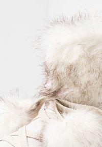 s.Oliver - Kotníkové boty na platformě - silver glitter - 2