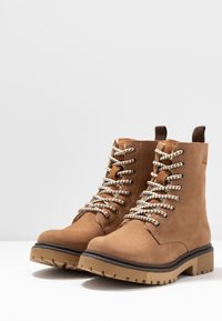 s.Oliver - BOOTS - Lace-up ankle boots - camel - 4