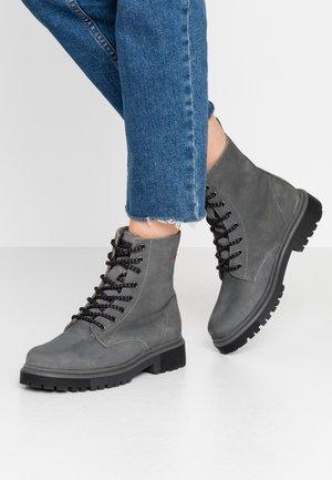 BOOTS - Šněrovací kotníkové boty - grey