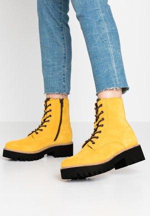BOOTS - Platåstøvletter - yellow