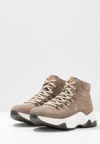 s.Oliver - BOOTS - Korte laarzen - taupe - 4
