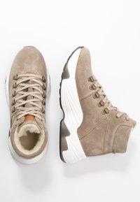 s.Oliver - BOOTS - Korte laarzen - taupe - 3