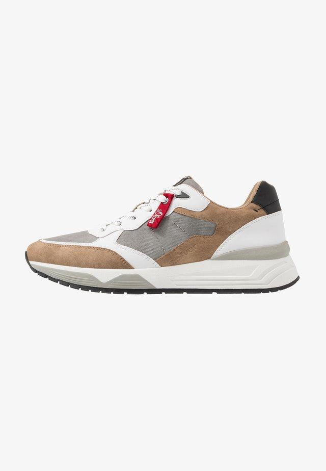 Sneakers - light brown comb