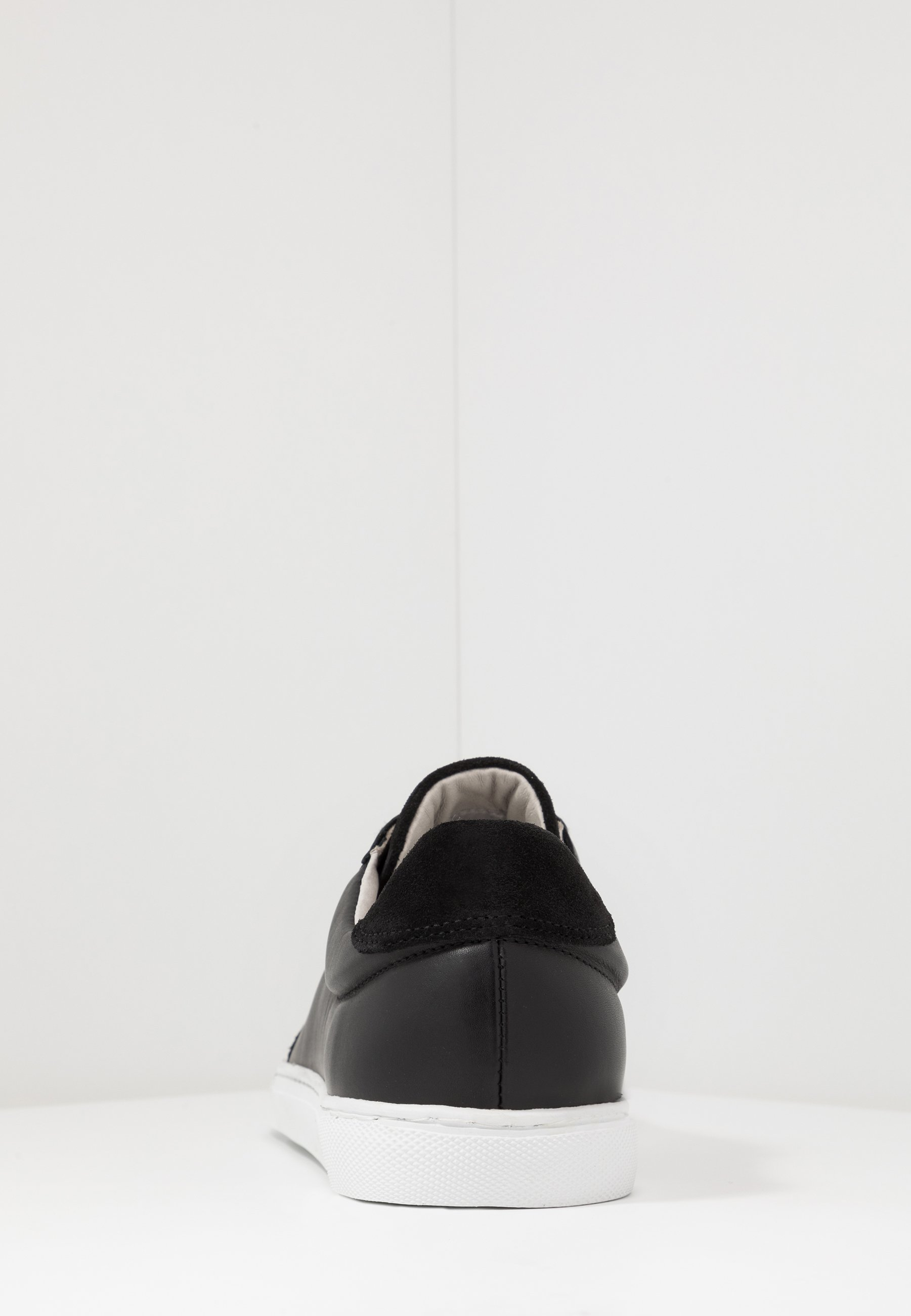 s.Oliver Sneakers - black
