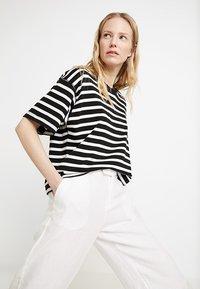 s.Oliver - WIDE LEG - Kalhoty - white - 3