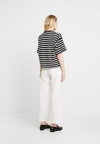 s.Oliver - WIDE LEG - Kalhoty - white - 2
