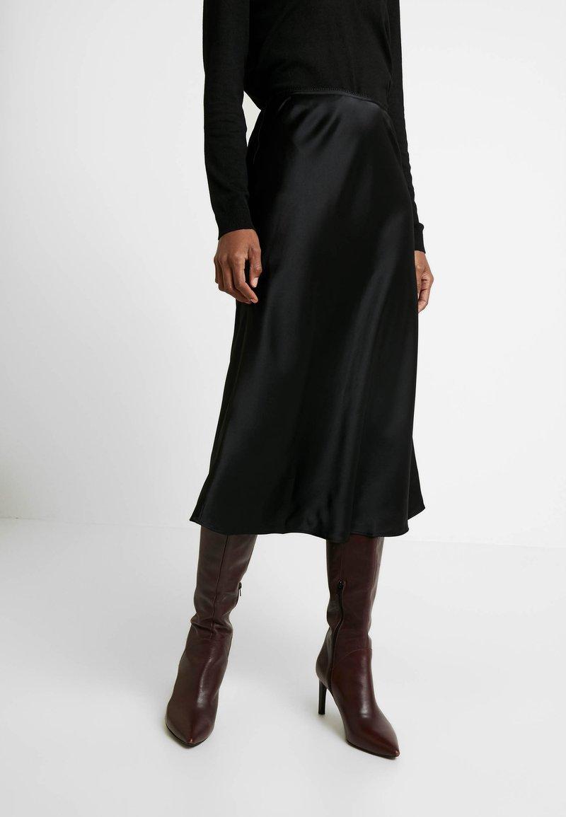 s.Oliver - Pouzdrová sukně - black