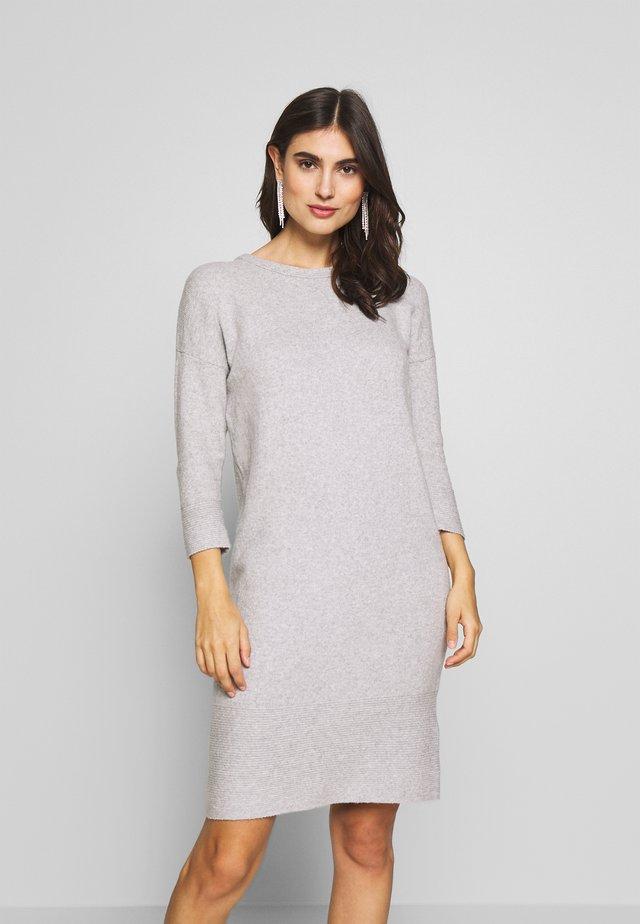 Sukienka dzianinowa - grey melange