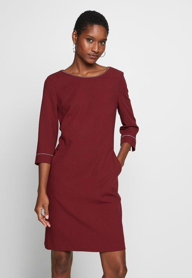 KURZ - Korte jurk - burgundy