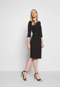 s.Oliver BLACK LABEL - KLEID KURZ - Vestido de tubo - true black - 1