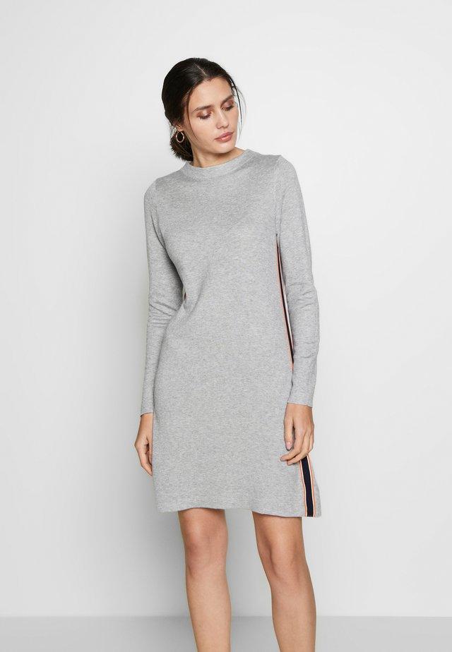 Stickad klänning - grey melange