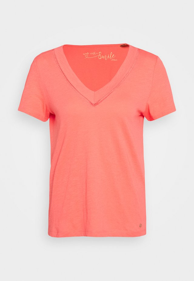 T-shirt print - coral red