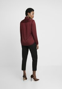 s.Oliver BLACK LABEL - Skjorte - burgundy - 2