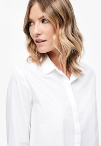 s.Oliver - MIT KNOPF DETAIL - Button-down blouse - white - 3