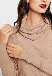 s.Oliver - Stickad tröja - sand melange - 5