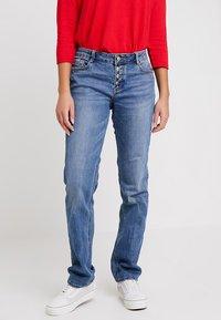 s.Oliver - SMART - Straight leg jeans - middle blue denim - 0