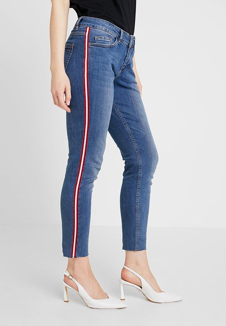 s.Oliver - SHAPE ANKLE - Jeans Slim Fit - blue denim