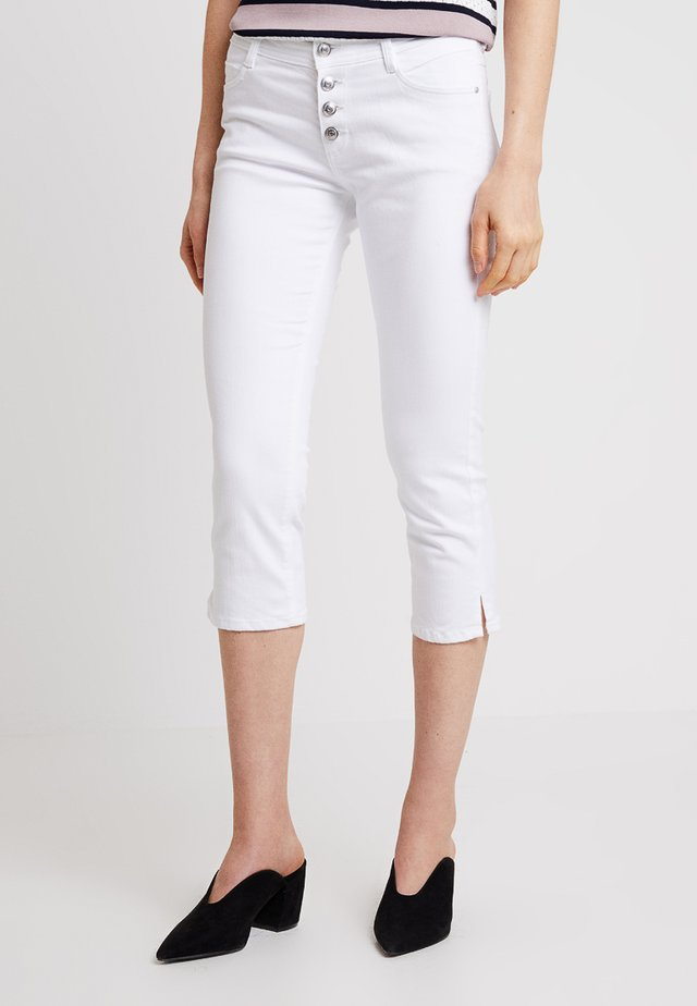 SHAPE CAPRI - Jeans Shorts - white denim