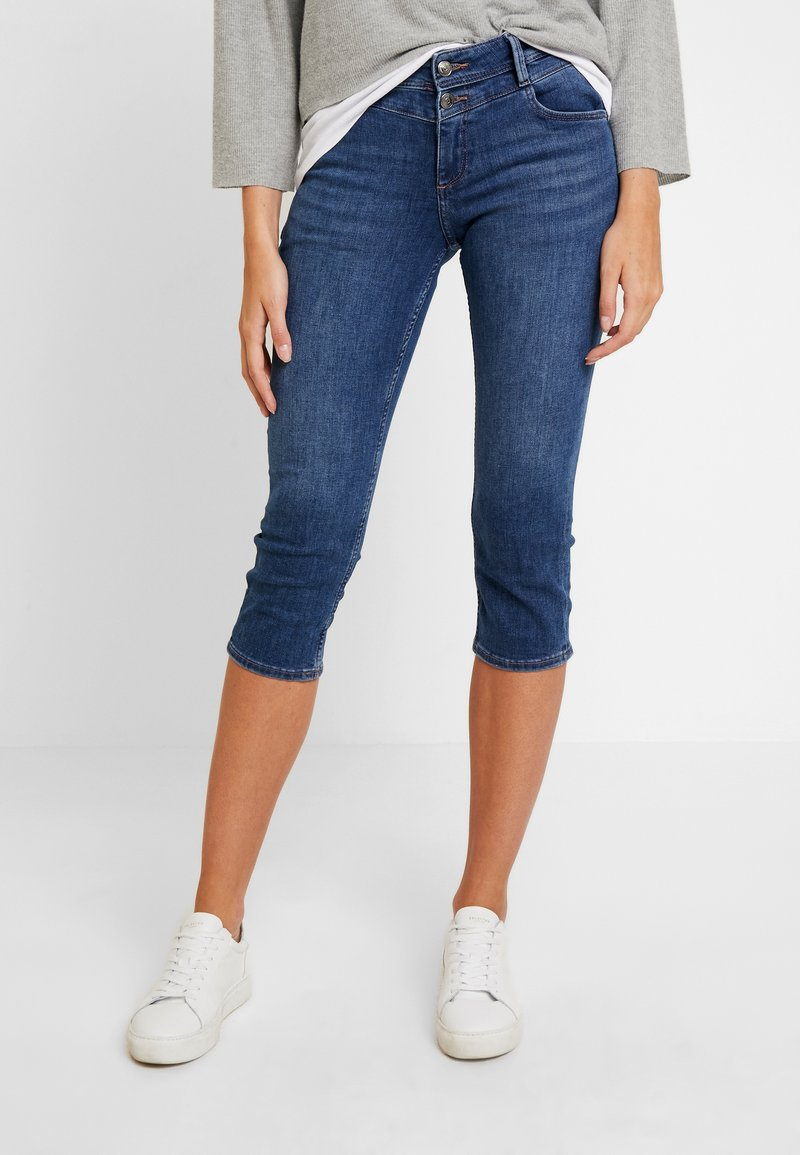 s.Oliver - SHAPE CAPRI - Jeans Shorts - dark blue denim
