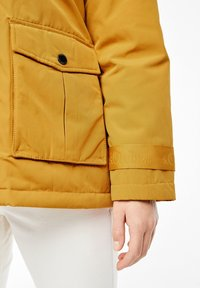 s.Oliver - MIT FAKE FUR-DETAIL - Light jacket - dark yellow - 4